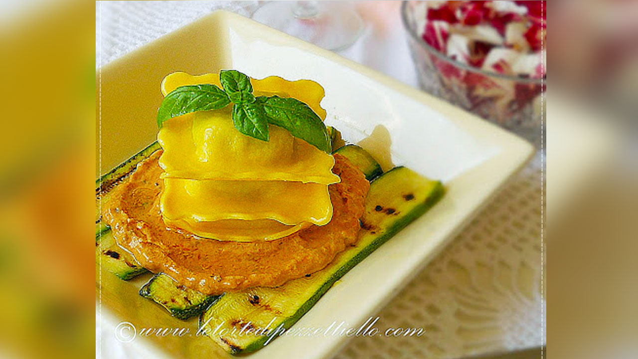 ravioli di magro con crema di pomodori secchi piccanti