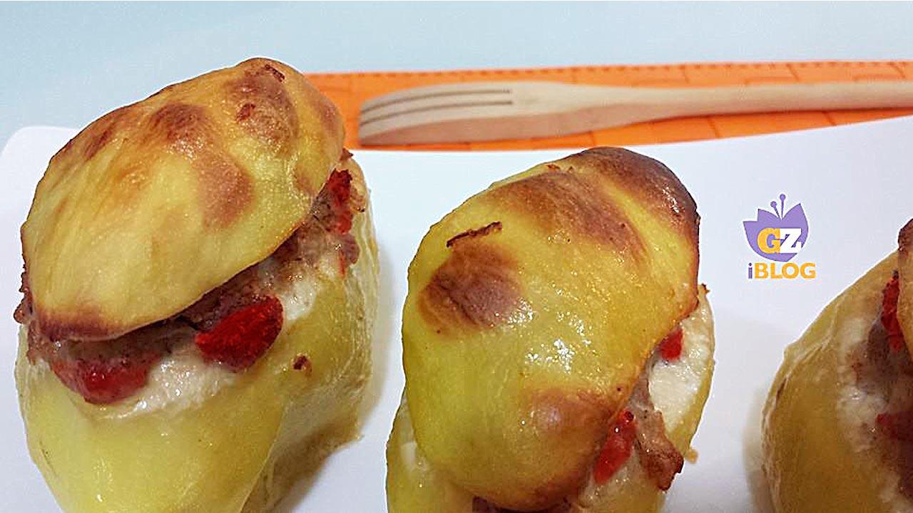 Patate con pomodori secchi oppure capuliato e salsiccia