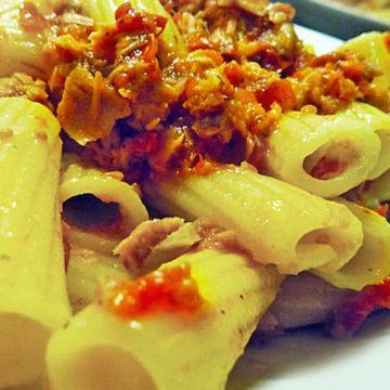 Pasta con pomodori secchi e tonno - Maccheroni
