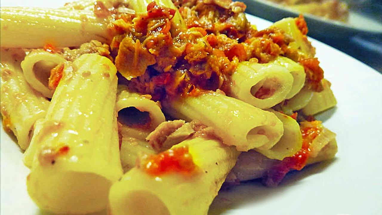 pasta-con-pomodori-secchi---maccheroni