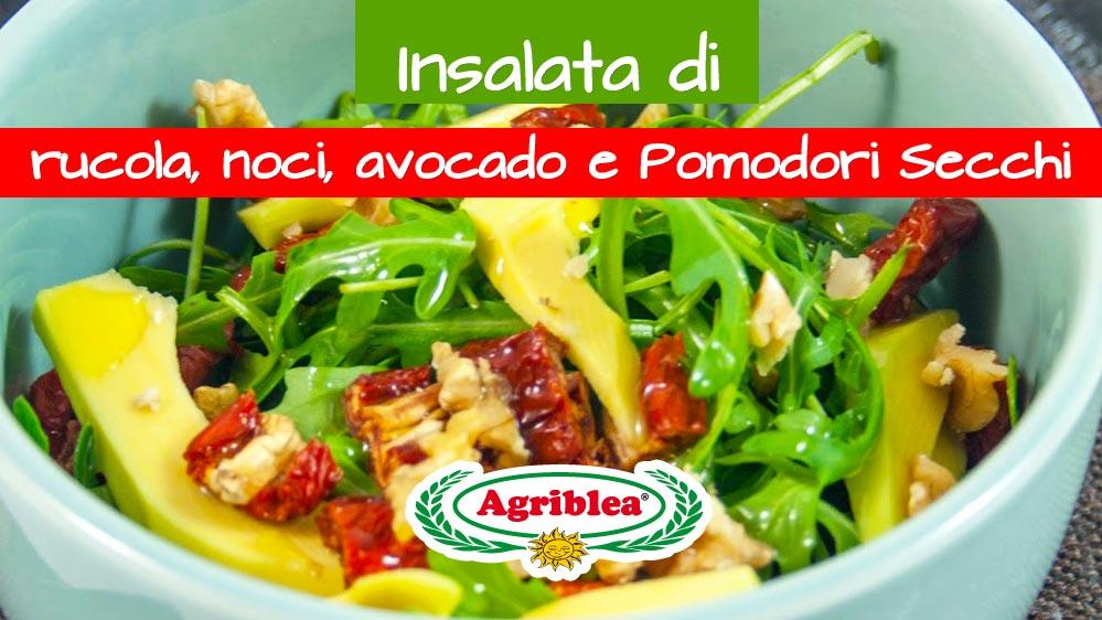 insalata-di-rucola-noci-avocado-e-pomodori-secchi