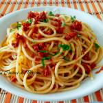 la ricetta dedicata al commissario montalbano Spaghetti con Capuliato di pomodori secchi bio tritati Agriblea