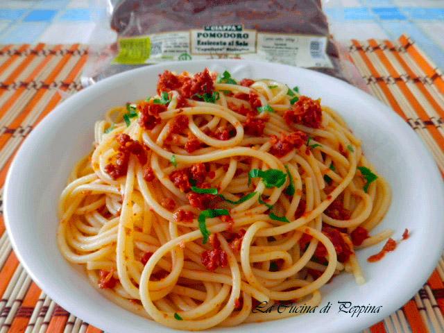 spaghetti-con-capuliato-di-pomodoroi-secchi