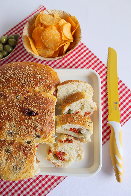 Colomba Salata con Pomodorini Secchi Olive Verdi Siciliane e Emmenthal 4