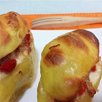 Patate con pomodori secchi o capuliato e salsiccia