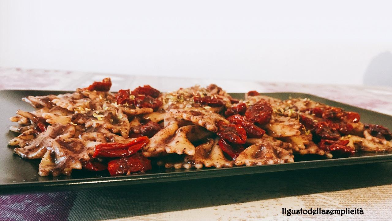 Farfalle-al-patè-di-olive-e-ciliegini-Agriblea