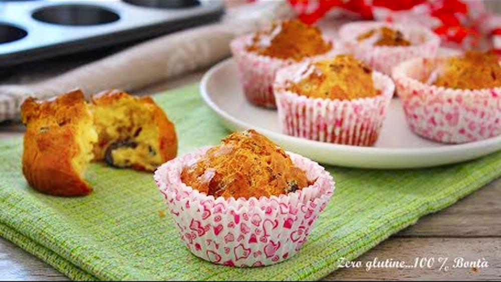 Muffin salati con pomodori secchi e olive - video ricetta