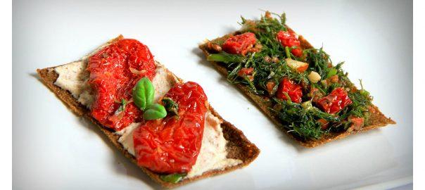 Antipasto crudista con Ciappa di pomodori secchi bio