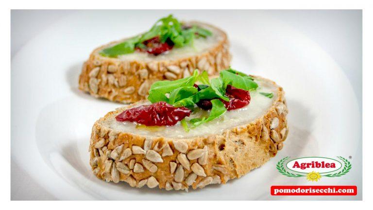 Bruschetta con Pomodorini Secchi bio e gorgonzola