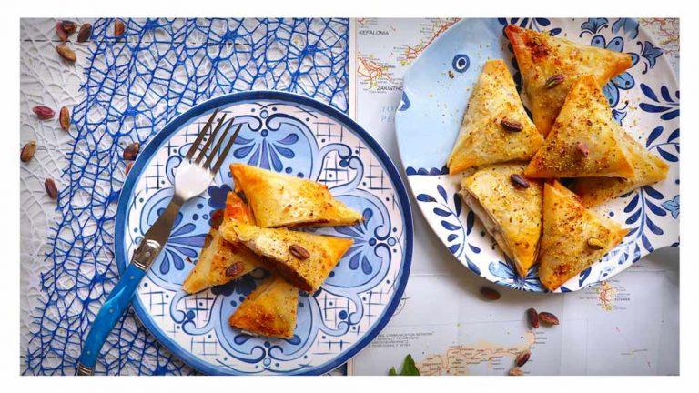 Tiropita con patè di olive Kalamon, capuliato siciliano e feta