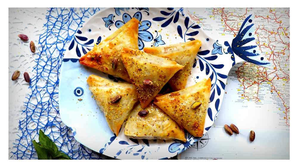 Tiropita con patè di olive, capuliato siciliano e feta
