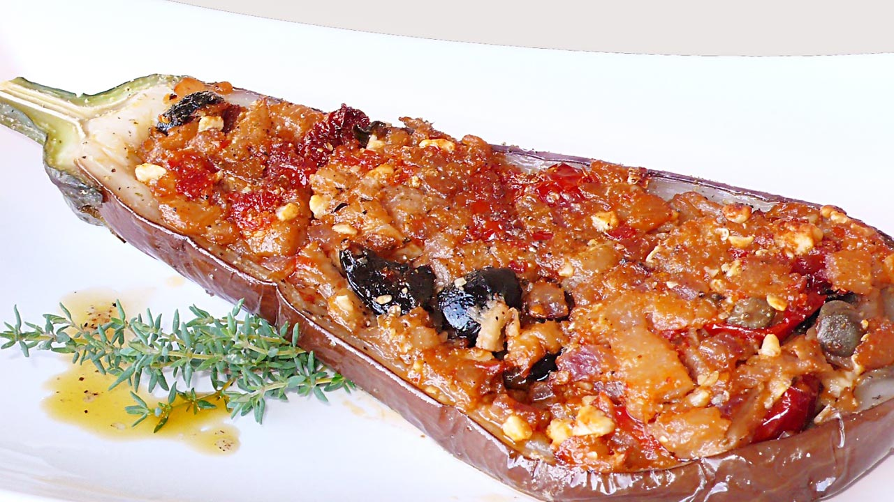 Melanzane ripiene (con pomodorini ciliegini bio Agriblea)