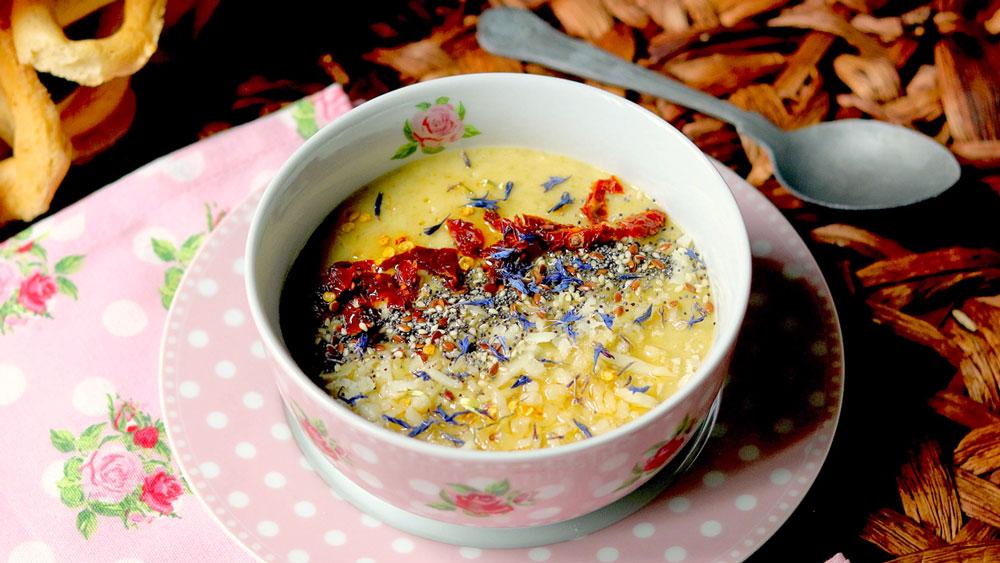 Blomkålsuppe la zuppa comfort per l'autunno (con pomodorini secchi bio)