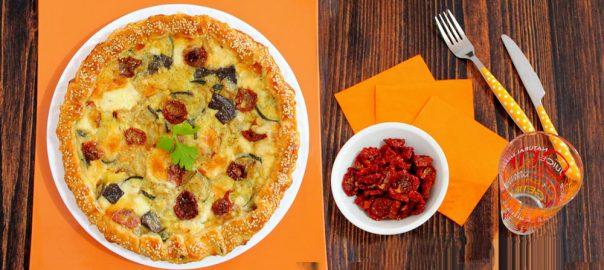 Torta salata ortolana con pomodorini secchi e provola affumicata