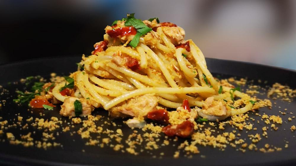 Spaghetti con capuliatu e muddica (Pasta ca Muddica e Pomodori Secchi)