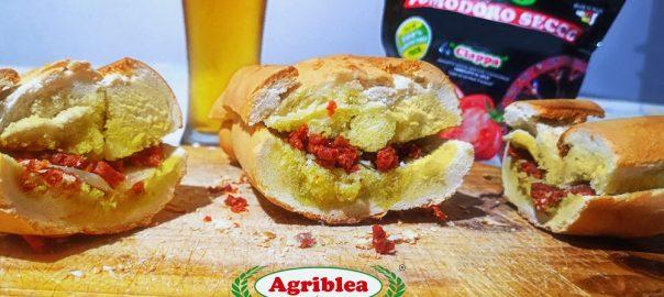 Pane cunzatu co Capuliatu (pane condito siciliano)