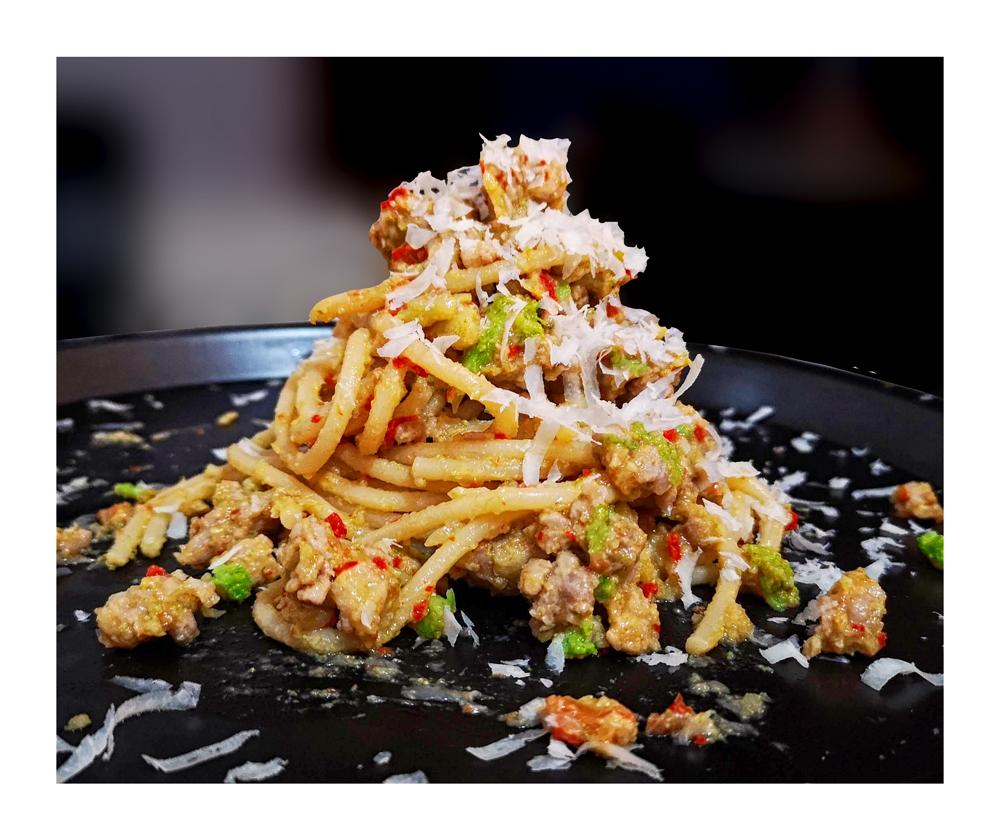Pasta con broccoli pomodori secchi e salsiccia